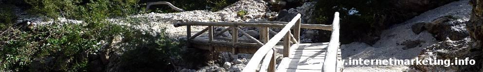Ponte sul Rio Angola nel Gruppo del Catinaccio (Foto Volker).