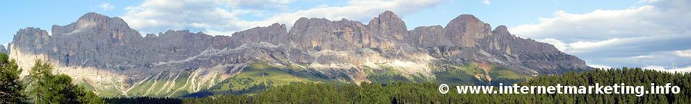 Die Rosengartengruppe (kurz: Rosengarten) in den Dolomiten.