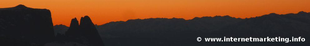 Blick von der Plattkofelhütte bei Sonnenuntergang Richtung Schlern (Foto Volker).