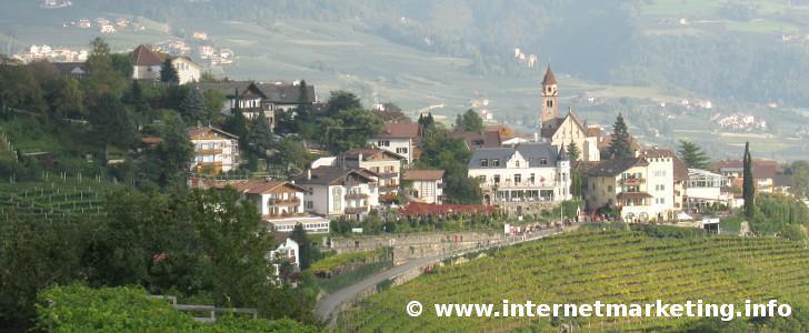 Dorf Tirol bei Meran in Südtirol.
