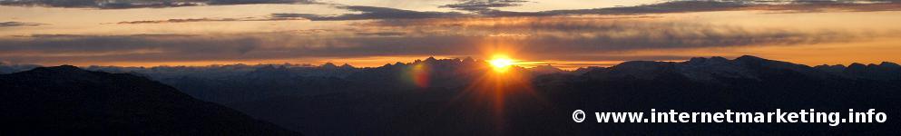 Sonnenaufgang über den Dolomiten (Foto: R. Jakubowski).