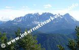 Blick auf den Latemar in Südtirol von der Völsegg Spitze (1.834 m) im Naturpark Schlern - Rosengarten (Foto: Volker).