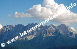 Blick auf den Latemar in Südtirol von der Völsegg Spitze (1.834 m) im Naturpark Schlern - Rosengarten aus (Foto: R. Jakubowski).