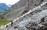 Versicherung auf dem Weg Nr. 3A zwischen Tierser Alpl Joch (2.440 m) und Molignonpass (2.604 m) (Foto: R. Jakubowski).
