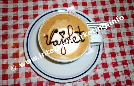 Cappuccino auf der Vajolethütte in der Rosengartengruppe (Foto: Volker).