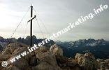 Gipfelkreuz des Monte Pez (Petz, 2.563 m ) am Schlern in Südtirol (Foto: Volker).