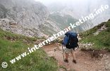 Discesa dall'altezza dello Sciliar in direzione dell'Alpe di Tires (2.440 m) (Foto: R. Jakubowski).
