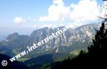 Völsegg Spitze (1.834 m) sowie Nigglberg (2.128 m), Schafköpfe (2.183 m) und Mittagskofel (2.187) im Naturpark Schlern - Rosengarten (Foto: Volker).