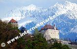Schloss Tirol vor den winterlichen Sarntaler Alpen (Foto: R. Jakubowski).