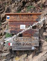 Wegweiser für den Marlinger Höhenweg (Foto: R. Jakubowski).
