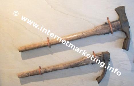 Werkzeuge für die Errichtung und Instandhaltung von Waalen.